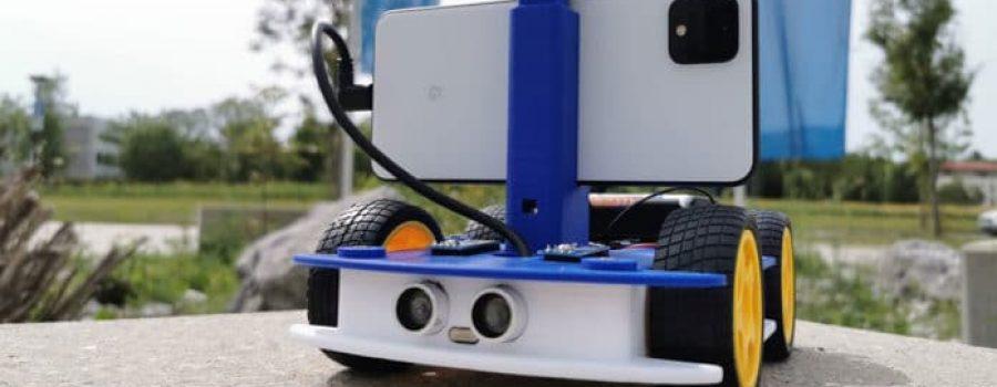 Robot kojim upravlja pametni telefon