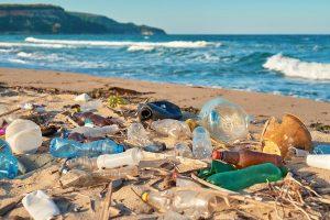 Nova razgradiva plastika se raspada na suncu i vazduhu u toku sedam dana